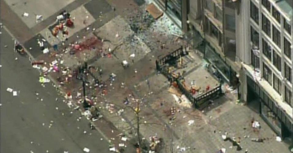 15.abr.2013 - Imagem aérea da rede de televisão americana NBC mostra como ficou a área que foi alvo do ataque, após a explosão, que ocorreu três horas após o vencedor da Maratona de Boston, Lelisa Desisa completar a prova