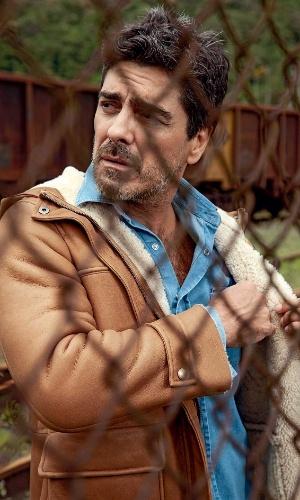 "O ator Junno Andrade posa a revista ""Status"""