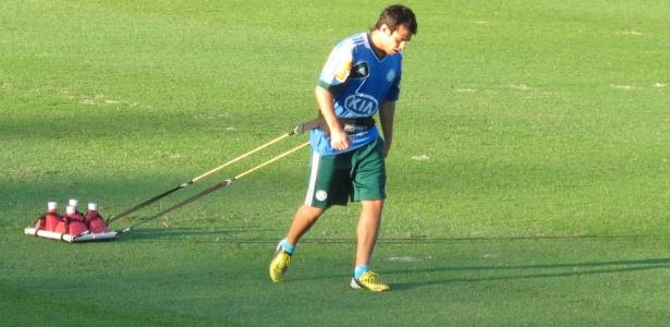 Valdivia realiza treinamento físico intenso na Academia de Futebol
