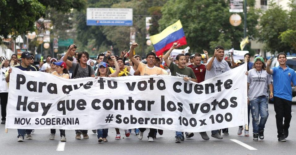15.abr.2013 - Milhares de opositores protestaram contra a eleição da Nicolás Maduro, em Caracas (Venezuela)