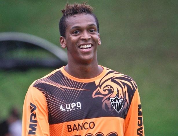 Atacante Jô durante treino do Atlético-MG na Cidade do Galo (10/4/2013)