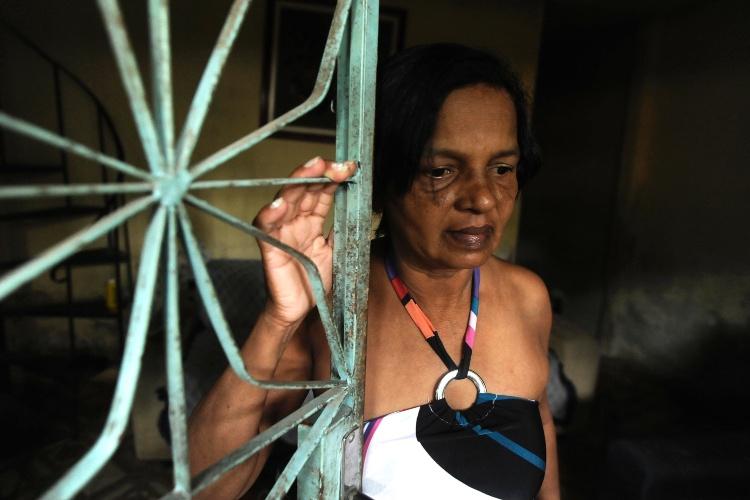 13.abr.2013 - Marielza trabalha como caixa em um supermercado. Ela leva aproximadamente duas e meia para ir e voltar do trabalho