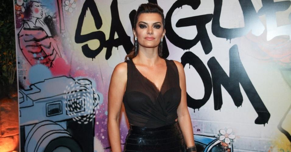 """17.abr.2013 - A atriz Mayana Neiva vai à festa de lançamento de """"Sangue Bom"""" em São Paulo"""
