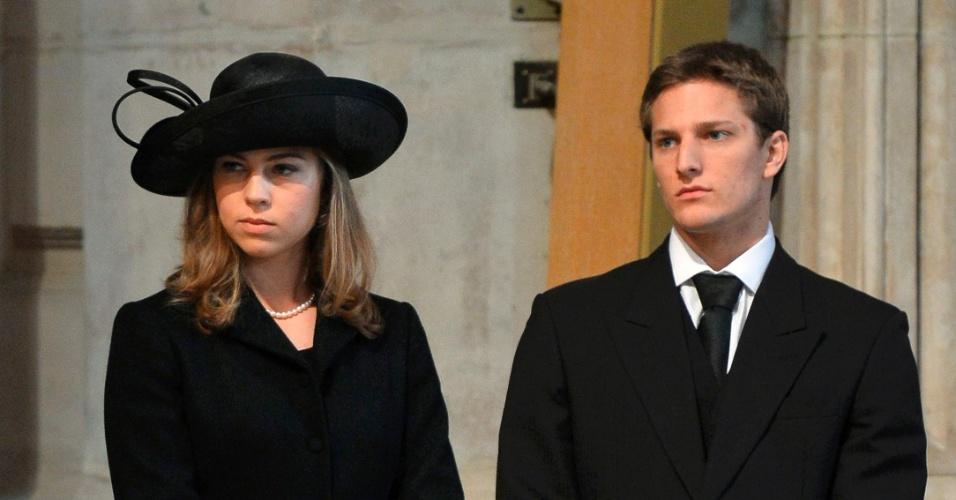 17.abr.2013 - Amanda (esq.) e Michael Thatcher, netos de Margaret Thatcher, participam do funeral da ex-primeira-ministra britânica na catedral de St. Paul, nesta quarta-feira (17)