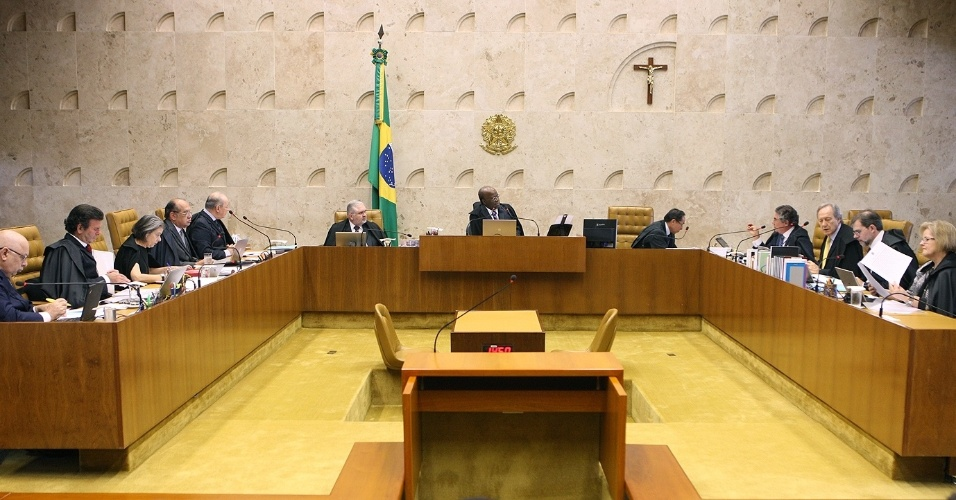 17.abr.2013 - Ministros do STF (Supremo Tribunal Federal) julgam pedidos de defesa dos rus do mensalo. O plenrio da Casa decidiu nesta quarta-feira (17) ampliar de cinco para dez dias o prazo para a defesa dos condenados no julgamento do mensalo apresentar recursos aps a publicao do acrdo