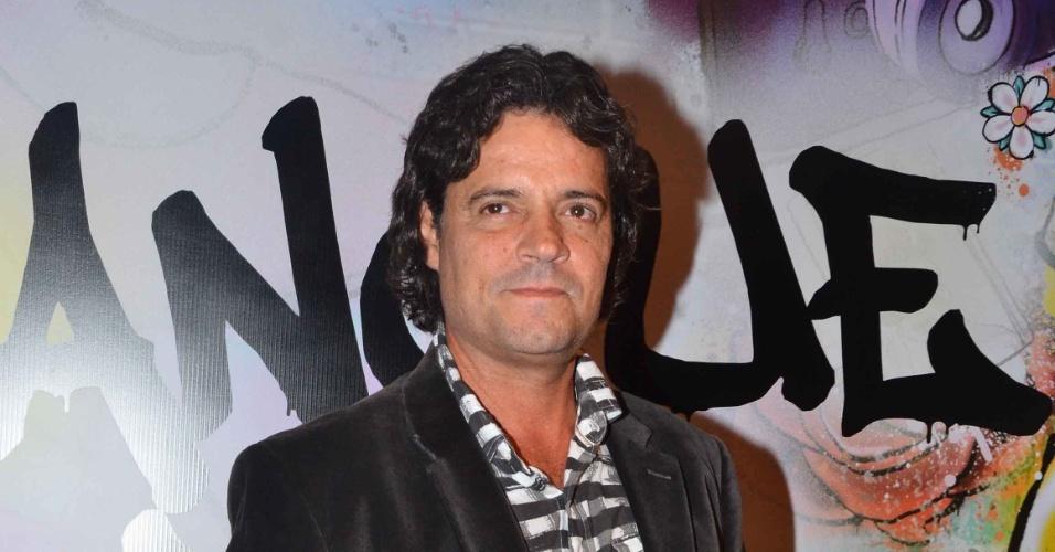 """17.abr.2013 - O ator Felipe Camargo chega à festa de lançamento de """"Sangue Bom"""" em São Paulo"""