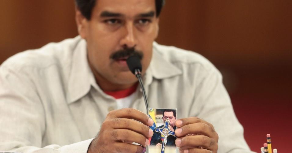 17.abr.2013 - O presidente eleito da Venezuela, Nicolás Maduro, participa de reunião com governadores do país, em Caracas. Maduro afirmou nesta quarta-feira (17) que não se importa com o reconhecimento de sua vitória nas eleições presidenciais pelos Estados Unidos