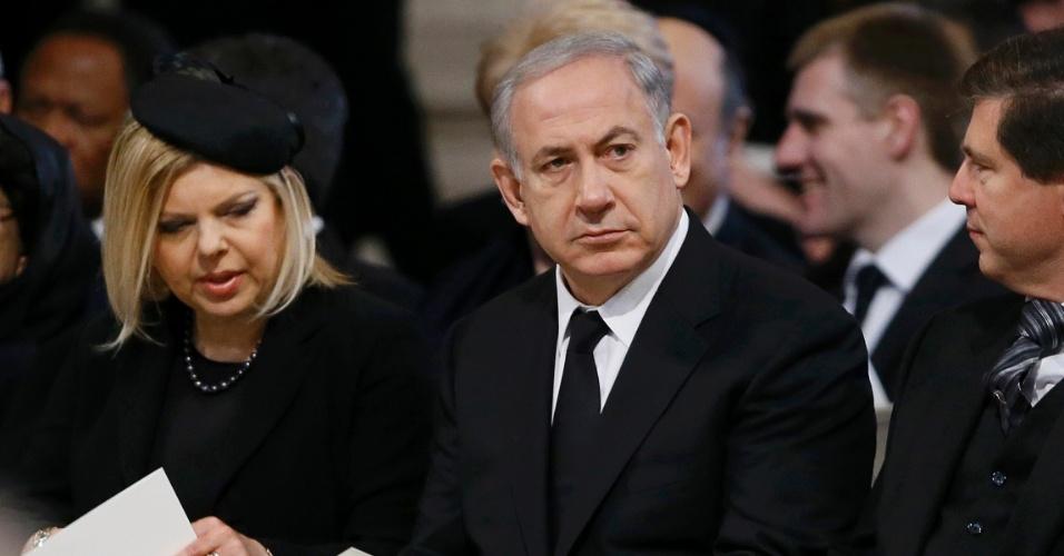 17.abr.2013 - O primeiro-ministro de Israel, Benjamin Netanyahu, junto de sua mulher Sara, participa do funeral da ex-primeira-ministra britânica na catedral de St. Paul, nesta quarta-feira (17)