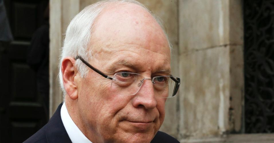 17.abr.2013 - O vice-presidente do Estados Unidos na época da gestão de George W. Bush, Dick Cheney, deixa a catedral de St. Paul após participar do funeral de Margaret Thatcher