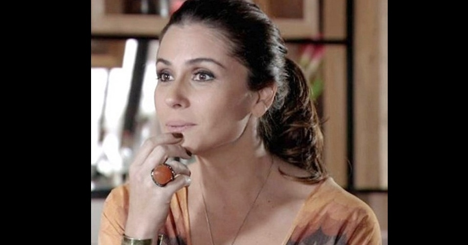 A personagem Helô (Giovanna Antonelli) usa muitos anéis, mas foi o modelo Carla Amorim com pedra coral que fez mais sucesso entre os telespectadores em março (www.carlaamorim.com.br)
