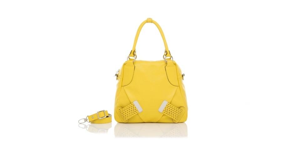 Bolsa amarela com alça removível; R$ 645,70, na Smartbag (www.smartbag.com.br). Preço pesquisado em abril de 2013 e sujeito a alterações