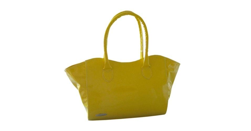 Bolsa de verniz amarela; R$ 89,90, na Airu (www.airu.com.br). Preço pesquisado em abril de 2013 e sujeito a alterações