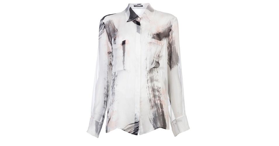 Inspire-se no estilo de Helô (Giovanna Antonelli) e invista em uma camisa branca estampada; R$ 4.520, da Christopher Kane, na Farfetch (www.farfetch.com.br). Preço pesquisado em abril de 2013 e sujeito a alterações