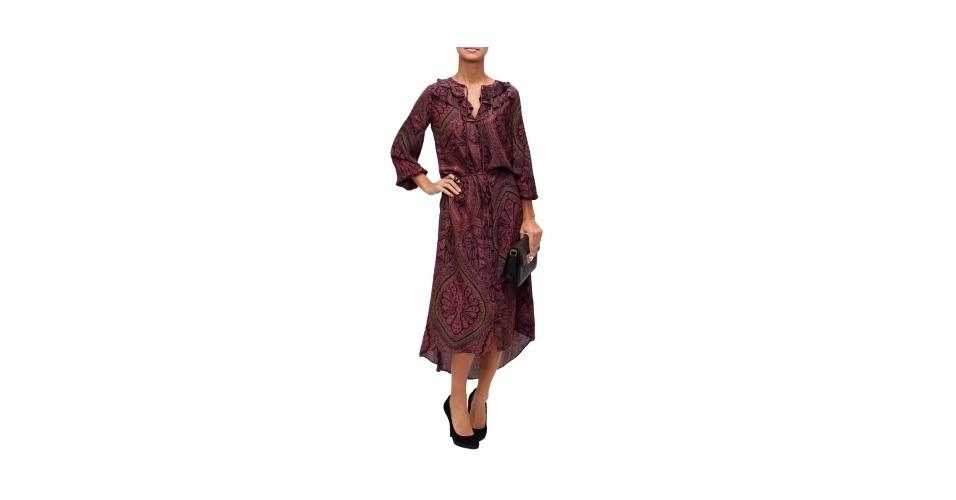 Vestido comprimento midi com estampa vinho; R$ 1.856,04, da Elizabeth and James, na The Boutique (www.theboutique.com.br). Preço pesquisado em abril de 2013 e sujeito a alterações