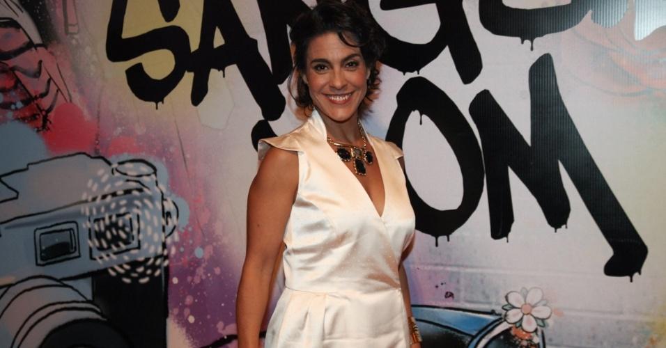 """17.abr.2013 - Izabella Bicalho na festa de lançamento de """"Sangue Bom"""" em São Paulo"""