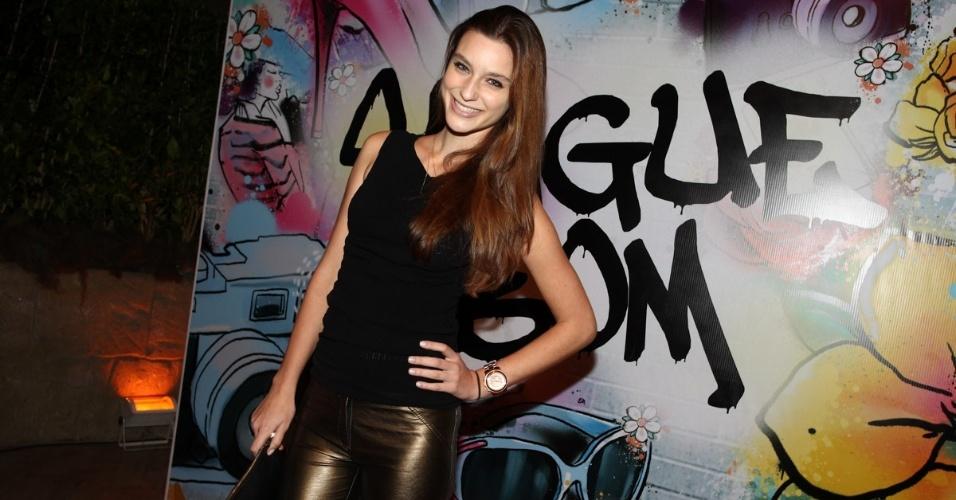 """17.abr.2013 - Monique Olsen na festa de lançamento de """"Sangue Bom"""" em São Paulo"""