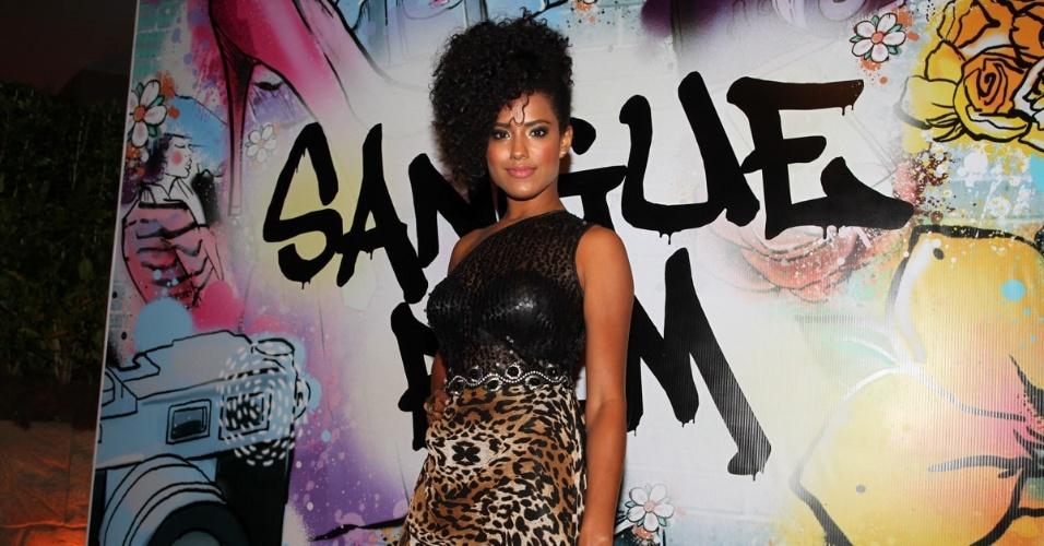 """17.abr.2013 - Nanda Lisboa na festa de lançamento de """"Sangue Bom"""" em São Paulo"""