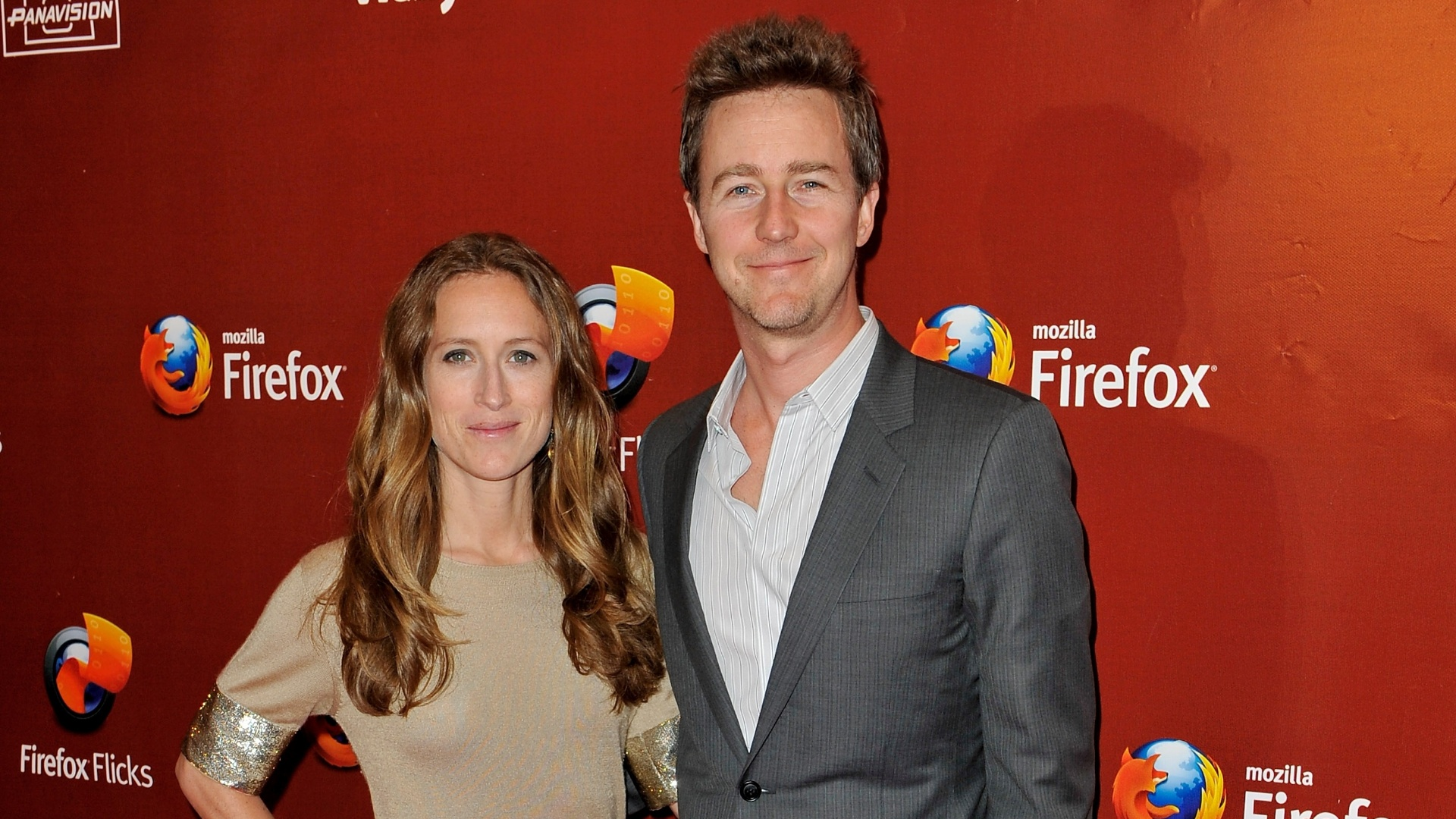 17.mai.2012 - O ator Edward Norton e a produtora Shauna Robertson na premiao Firefox Flicks em Cannes