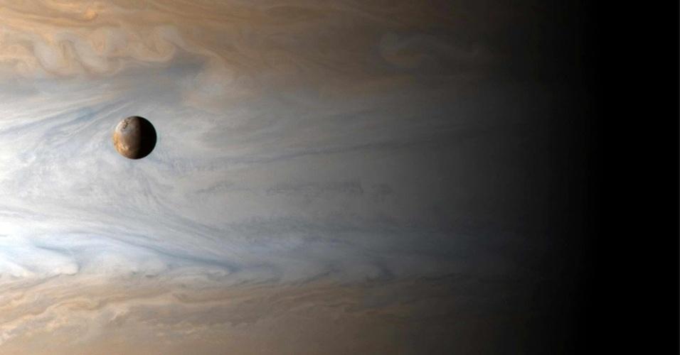 2001- Io, lua de Júpiter, vista da sonda Cassini