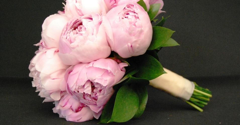 Buquê redondo de peônias com cabamento de folhagens, por R$ 875; da Reserva Floral (www.reservafloral.com.br). Preço pesquisado em abril de 2013 e sujeito a alterações