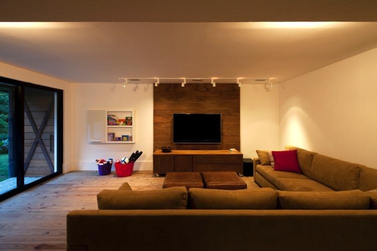 decoracao de sala jogos : decoracao de sala jogos:Cercada pelo verde, casa de montanha em Petrópolis tem ambientes