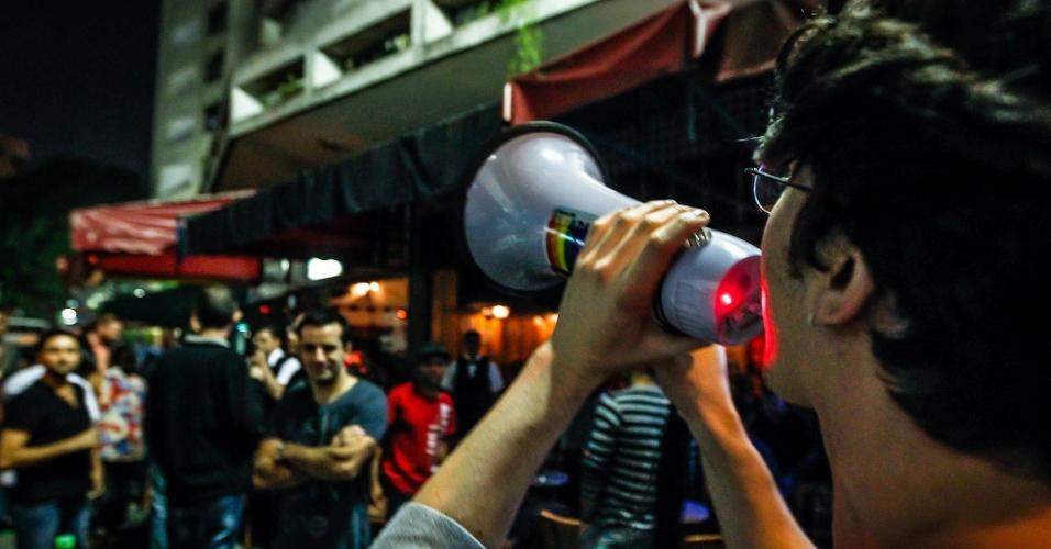 19.abr.2013 - Manifestantes protestam na região da praça da República, centro de São Paulo, para pedir a saída do deputado Marco Feliciano (PSC-SP) da presidência da Comissão de Direitos Humanos da Câmara