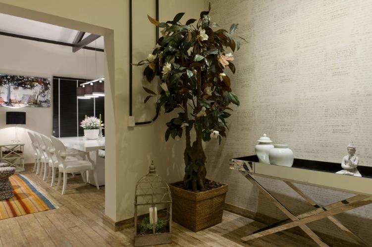 Vasos Na Sala De Tv ~ Tammaro escolheu para uma saleta que antecede a sala de jantar um vaso