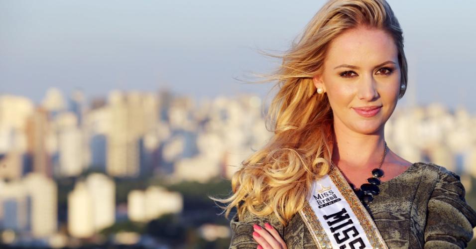 Além das presenças internacionais, também estavam as vencedoras do Miss Brasil World 2006, 2007, 2008, 2009 e 2010. Uma constelação de misses!