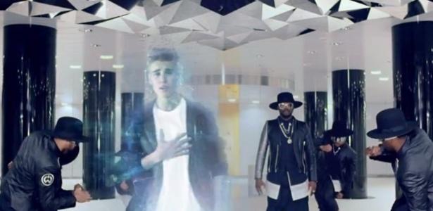 Justin Bieber e Will.i.am em cena do novo clipe
