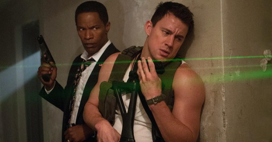 """O Presidente James Sawyer (Jamie Foxx) e o policial John Cale (Channing Tatum) enfrentam um grupo de paramilitares em """"Ataque à Casa Branca"""" (White House Down). O filme estreia nos cinemas do Brasil em setembro de 2013"""