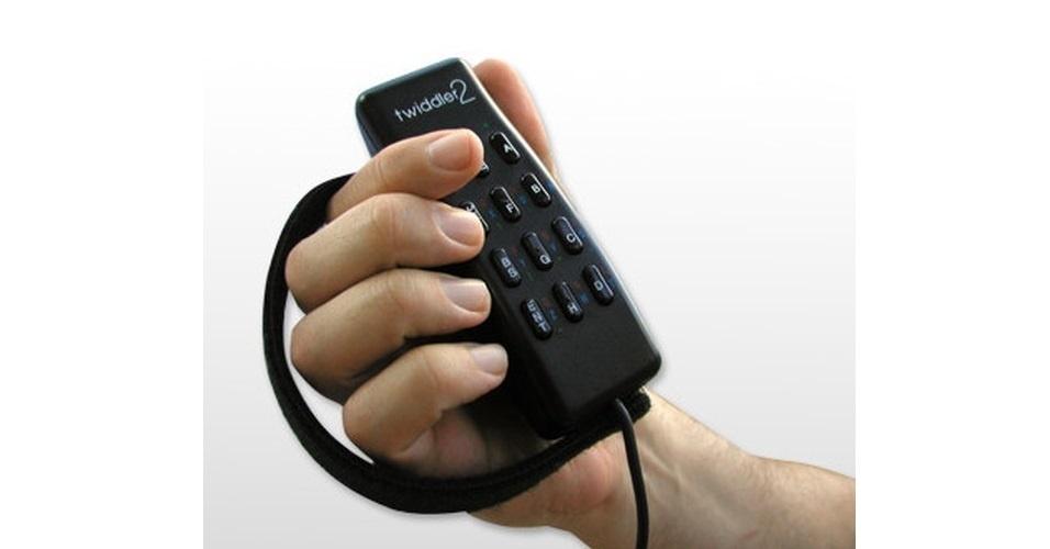 O Twiddler 2 é um mouse com teclado integrado, de forma que o usuário consiga fazer tudo com uma mão só. Por 199 dólares canadenses (cerca de R$ 390) na loja Tekgear