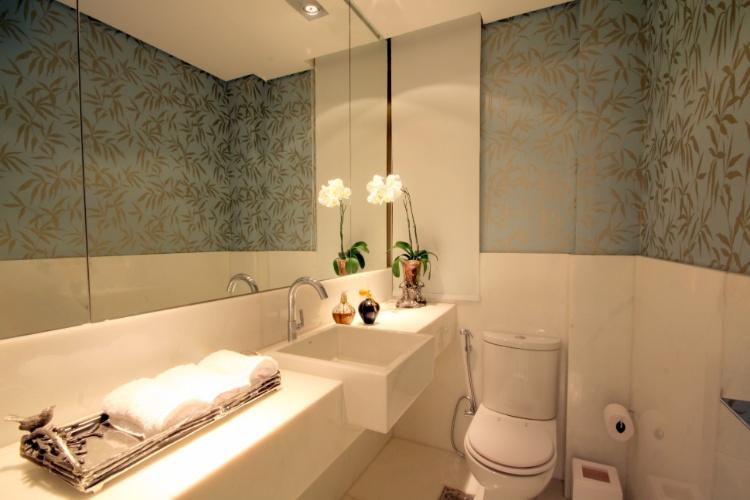 uol decoracao lavabo:Para o lavabo, a arquiteta Flavia Soares optou por um arranjo com a