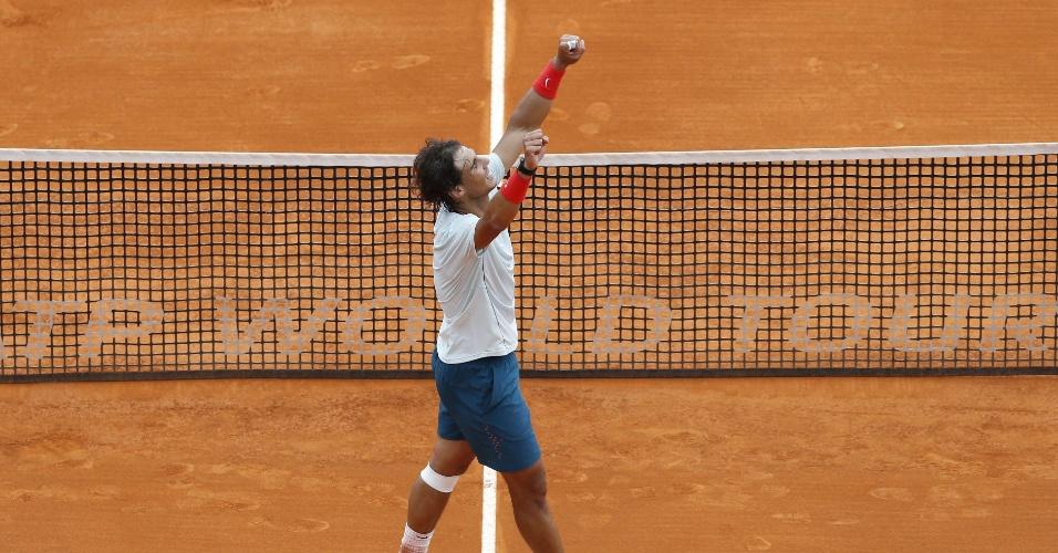 20.abr.13 - Nadal comemora a vitória sobre o francês Jo-Wilfried Tsonga e a vaga na final do Masters 1000 de Monte Carlo