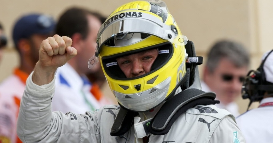 20.abr.2013 - Nico Rosberg comemora a pole position conquistada no GP do Bahrein