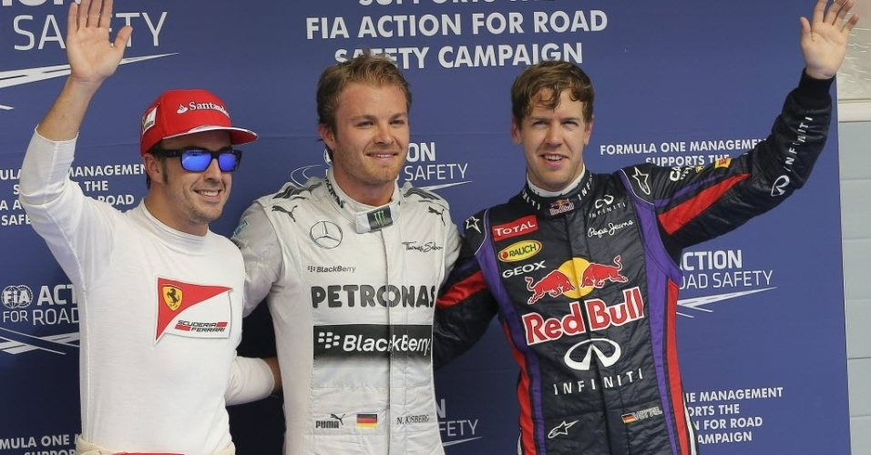 20.abr.2013 - Pole position no Bahrein, Nico Rosberg posa ao lado do segundo colocado Vettel e do terceiro, Alonso