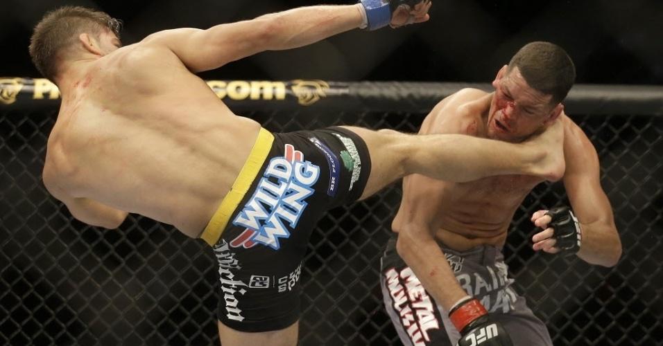 20.abr.2013 - Josh Thomson acerta chute em Nate Diaz durante vitória no UFC on Fox 7