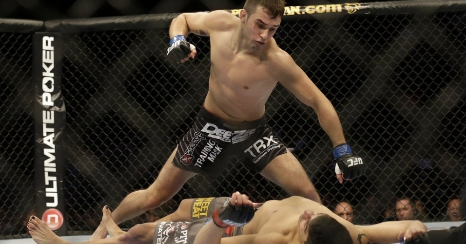 20.abr.2013 - Myles Jury prepara soco contra Ramsey Nijem no UFc on Fox 7