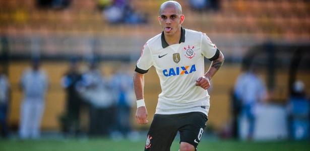 Fábio Santos durante a partida entre Corinthians e Atlético Sorocaba no Pacaembu