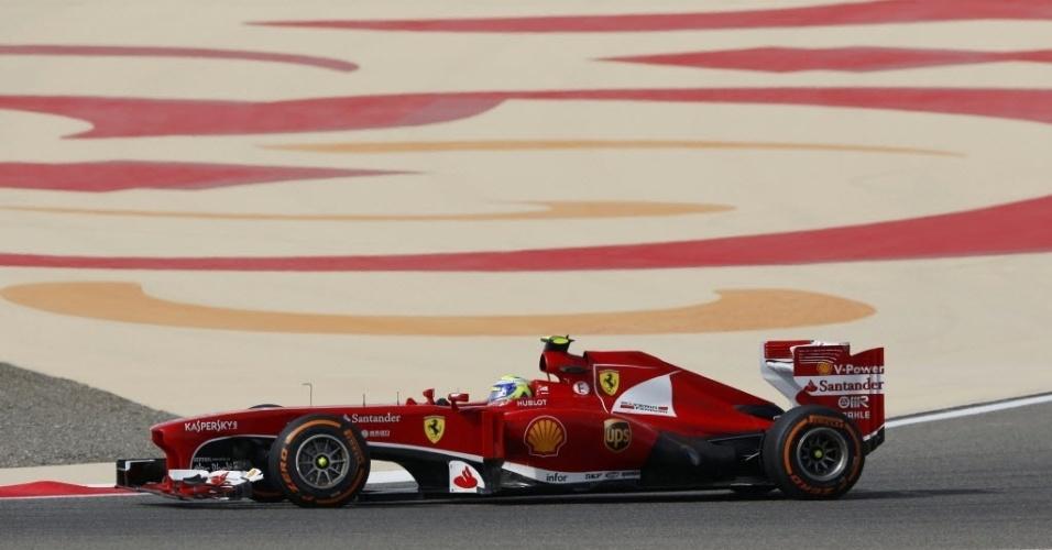 21.abr.2013 - Ferrari de Felipe Massa acelera durante o GP do Bahrein; brasileiro teve problemas e foi apenas o 15º