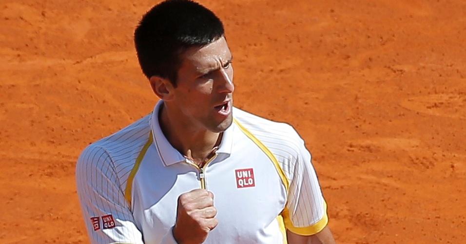 21.abr.2013 - Novak Djokovic comemora ponto durante a partida contra Rafael Nadal na final em Mônaco
