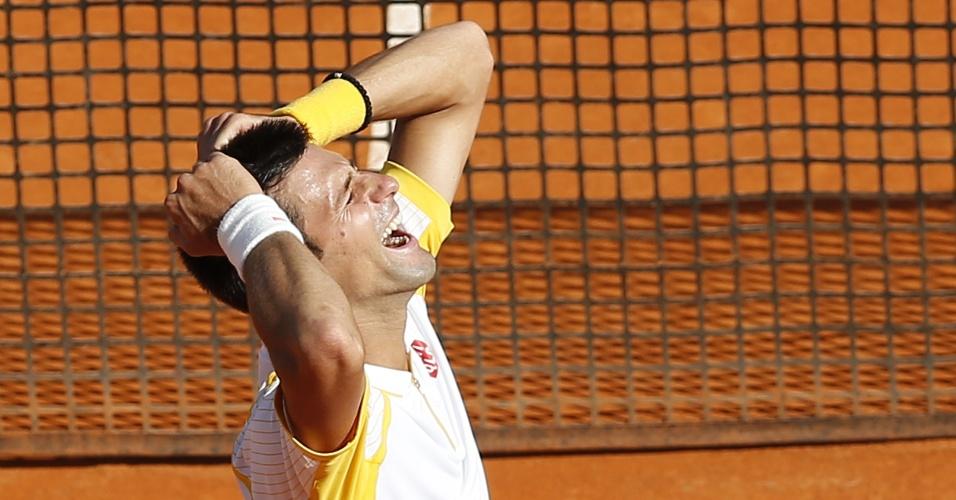 21.abr.2013 - Novak Djokovic comemora vitória sobre Rafael Nadal na final do Masters 1000 de Monte Carlo