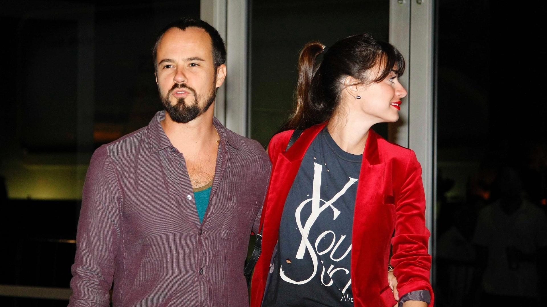 21.abr.2013 - Paulo Vilhena e Thaila Ayala vão ao show de Sandy