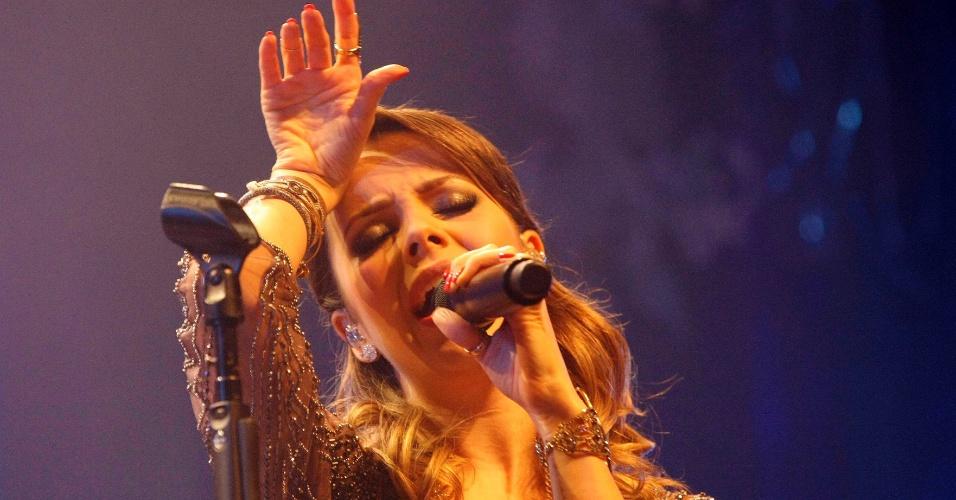 http://imguol.com/2013/04/21/21abr2013---sandy-apresenta-seu-novo-show-sim-no-vivo-rio-rio-de-janeiro-1366592381165_956x500.jpg