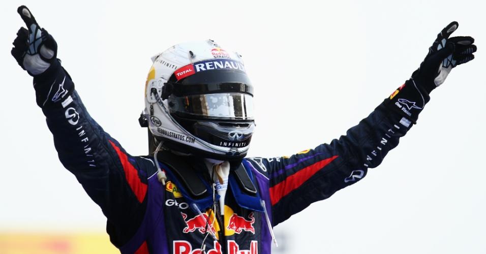 21.abr.2013 - Sebastian Vettel comemora sua vitória no GP do Bahrein