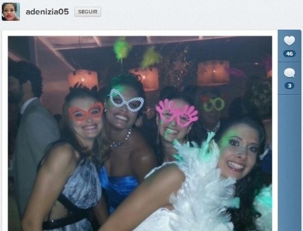 Adenizia e Sheilla aproveitam festa de casamento