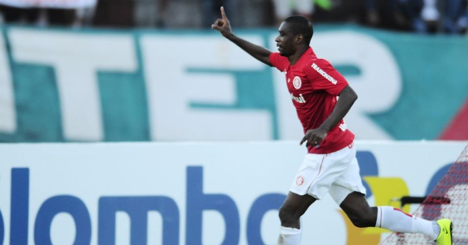 Zagueiro Juan comemora seu segundo gol marcado diante do Lajeadense (21/04/13)