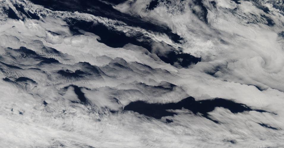 19.abr.2013 - Uma sonda da Nasa (Agência Espacial Norte-Americana) registrou cerca de 2 quilômentros de nuvens marinhas cobrindo o sul do oceano Índico no início de março de 2013