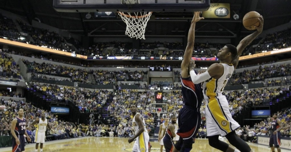 21.abr.2013 - Paul George foi o grande destaque da vitria dos Pacers sobre os Hawks, pela abertura dos playoffs, com um triplo-duplo