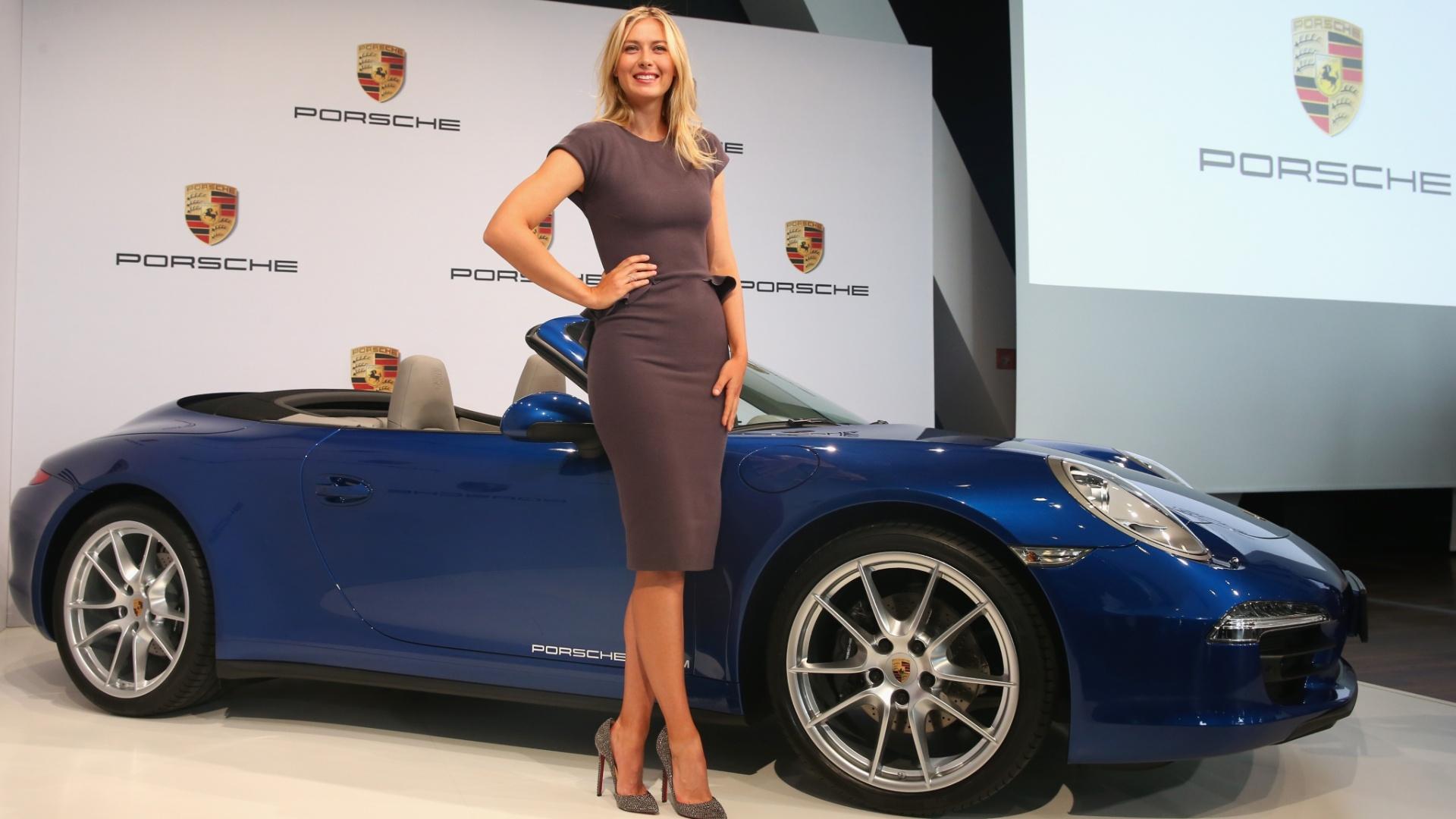 22.abr.2013 - Maria Sharapova anuncia que é a nova garota-propaganda da Porsche, em evento na Alemanha