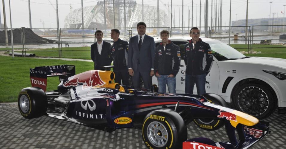 22.abr.2013 - Sebastian Vettel visitou a cidade de Sochi (Rússia) e conheceu as futuras instalações do circuito local